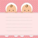 女婴孪生公告卡片。 免版税库存图片