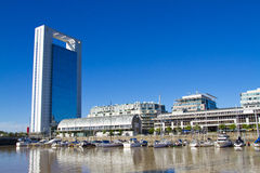 办公楼在马德罗港在布宜诺斯艾利斯。 免版税库存图片
