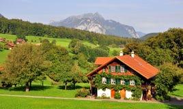 瑞士瑞士山中的牧人小屋 库存图片