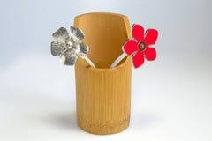 Σύνθεση των μεταλλικών λουλουδιών Στοκ εικόνα με δικαίωμα ελεύθερης χρήσης