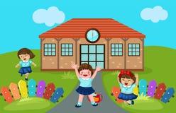 逗人喜爱的幼儿园在学校 库存照片