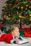 Αγόρι και επιστολή Στοκ εικόνες με δικαίωμα ελεύθερης χρήσης