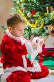 Мальчик и письмо Стоковая Фотография