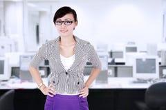 现代女实业家在办公室 图库摄影