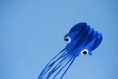 飞行风筝在天空中 免版税库存图片