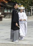 日本传统婚礼夫妇 免版税库存照片