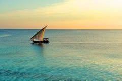 坦桑尼亚的单桅三角帆船 库存图片
