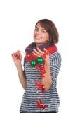 Νέα γυναίκα με τη σφαίρα Χριστουγέννων Στοκ εικόνα με δικαίωμα ελεύθερης χρήσης