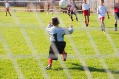 行动的足球守门员 库存图片