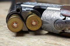 葡萄酒有壳的狩猎枪 免版税库存照片