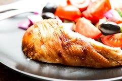 Зажаренная в духовке грудь цыпленк цыпленка Стоковое Фото