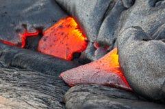 Κόκκινη ροή λάβας. Εθνικό πάρκο ηφαιστείων της Χαβάης. Στοκ Φωτογραφία