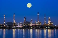 Завод нефтеперерабатывающего предприятия Стоковое Фото