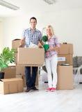 夫妇移动的家 免版税库存图片