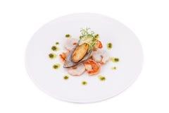 Οι εύγευστα φρέσκα μαγειρευμένα γαρίδες και το μύδι προετοιμάστηκαν να φάνε Στοκ φωτογραφία με δικαίωμα ελεύθερης χρήσης