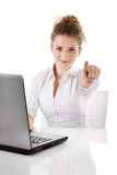有膝上型计算机的妇女指向您-妇女的隔绝在白色  免版税库存照片