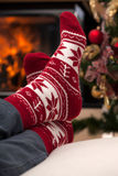 Τα Χριστούγεννα χαλαρώνουν μετά από να κάνουν σκι στα βουνά Στοκ φωτογραφίες με δικαίωμα ελεύθερης χρήσης
