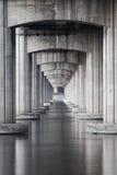 在高速公路和海下 免版税图库摄影