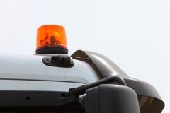 警告的闪光灯的信号灯在车 免版税库存图片
