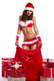 性感的圣诞老人妇女当圣诞节礼物 免版税库存照片