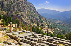 阿波罗寺庙废墟在特尔斐,希腊 免版税图库摄影