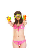 有两水枪的比基尼泳装女孩 免版税库存照片