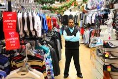 企业主在零售衣裳商店 免版税库存照片