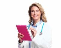 有片剂计算机的医生妇女。 免版税库存照片