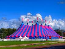 大帐篷在明亮的颜色的马戏场帐篷 图库摄影