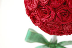 红色纸罗斯修剪的花园 免版税库存图片