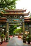 向左转的入口曲拱同水准维拉公园新加坡 免版税库存图片