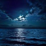 月光使水变暗 免版税库存图片