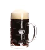 高大杯子与泡沫的棕色啤酒。 免版税图库摄影