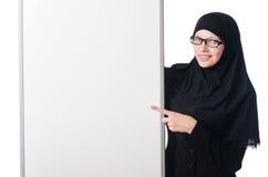 Μουσουλμανική γυναίκα με τον κενό πίνακα Στοκ φωτογραφία με δικαίωμα ελεύθερης χρήσης