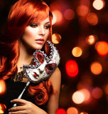 有狂欢节面具的妇女 图库摄影