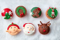 季节性欢乐圣诞节杯形蛋糕 库存图片