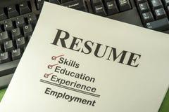 Успешная концепция занятости с контрольным списоком резюма Стоковые Фотографии RF