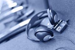 Ασύρματα πολυ γλωσσικά ακουστικά καθορισμένα Στοκ φωτογραφία με δικαίωμα ελεύθερης χρήσης