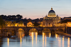 在日落期间的梵蒂冈。 库存照片