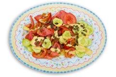 Μεσογειακή σαλάτα με τους σπόρους κολοκύθας αγγουριών ντοματών Στοκ φωτογραφία με δικαίωμα ελεύθερης χρήσης
