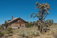 被放弃的木房子 库存图片