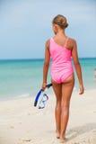 Ευτυχές κορίτσι στην παραλία Στοκ εικόνες με δικαίωμα ελεύθερης χρήσης