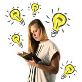 女孩读书 免版税库存图片