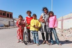 在街道上的孩子 图库摄影