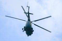 飞行直升机 免版税库存图片