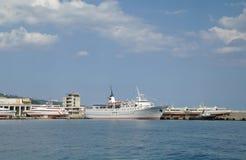 Φυσικό θερινό πανόραμα της αποβάθρας Μαύρης Θάλασσας Στοκ εικόνα με δικαίωμα ελεύθερης χρήσης