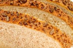 Домодельный хлеб с сезамом и семенами подсолнуха Стоковое фото RF