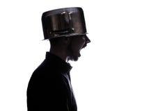 Портрет человека с лотком на его голове Стоковые Изображения RF