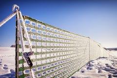 反对随风飘飞的雪的篱芭 库存照片