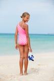 Ευτυχές κορίτσι στην παραλία Στοκ φωτογραφία με δικαίωμα ελεύθερης χρήσης